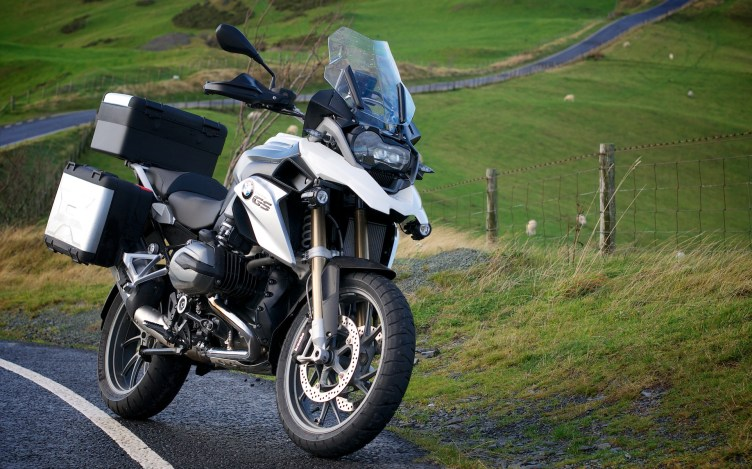 R1200GS TE Alpine White on a Welsh mountain road