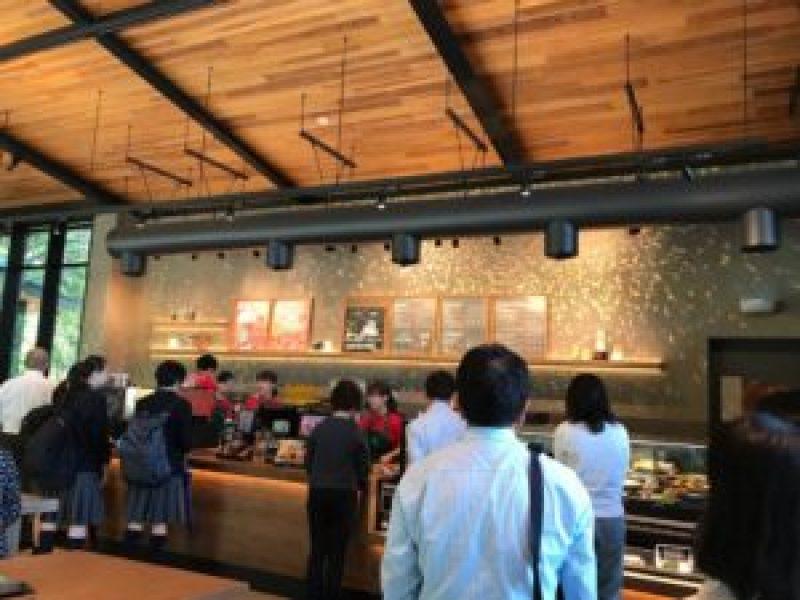 スターバックスコーヒー浜松城公園店、混雑