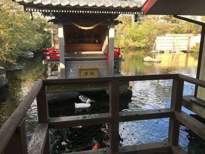 遠州浜大巌露天風呂八扇乃湯の池