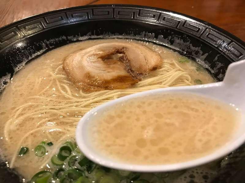 串カツ鈴の助の豚骨ラーメンのスープ