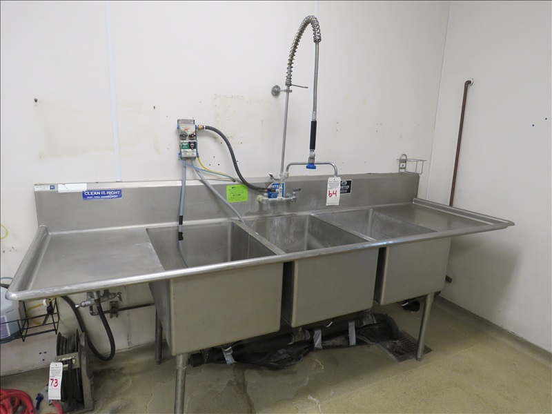 104 ss 3 compartment sink w faucet
