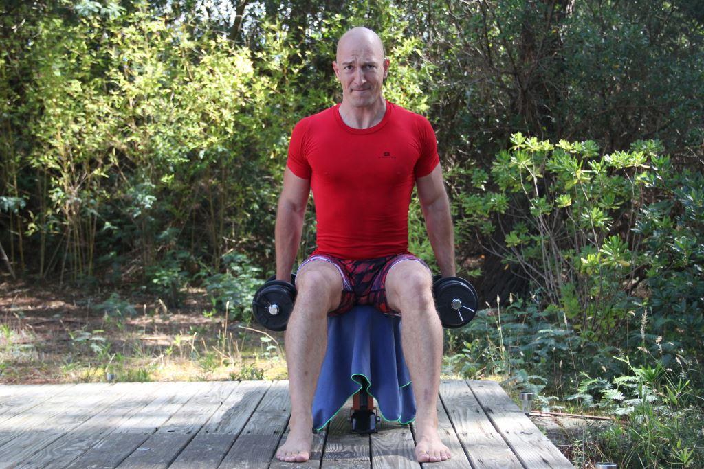 Curl avec rotation assis bilatéral avec haltères