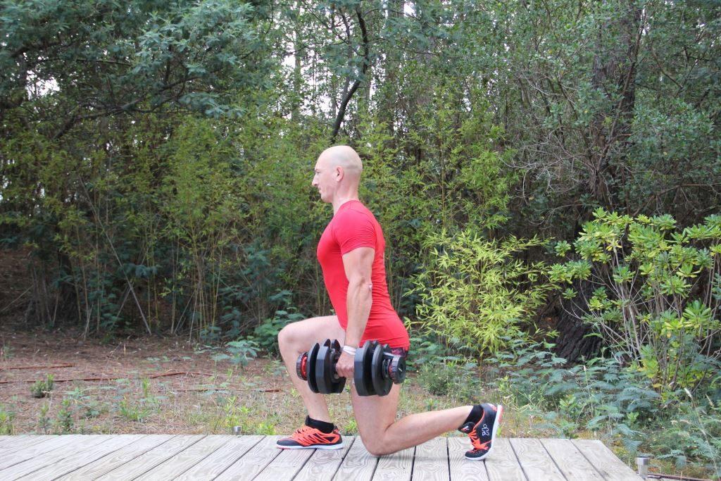 Fente Avant Avec Haltres Pour Muscler Les Cuisses Et Les