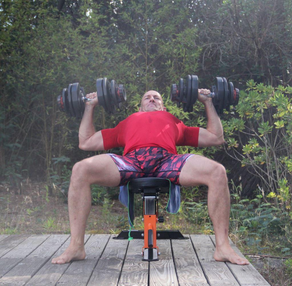 Super exercices de musculation avec halt res entra nement exercices - Developpe incline avec halteres ...