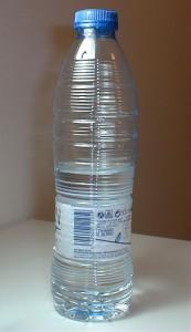 Un truco para beber mucha agua es llevarse la botella.