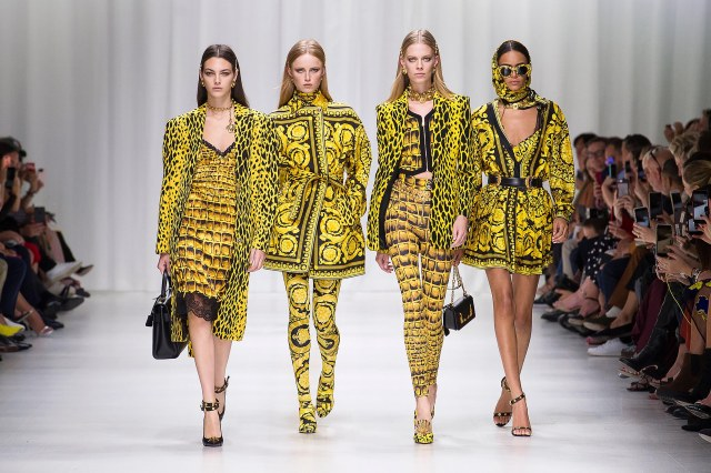 versace-ss18-women-fashion-show-collection-look-01-front