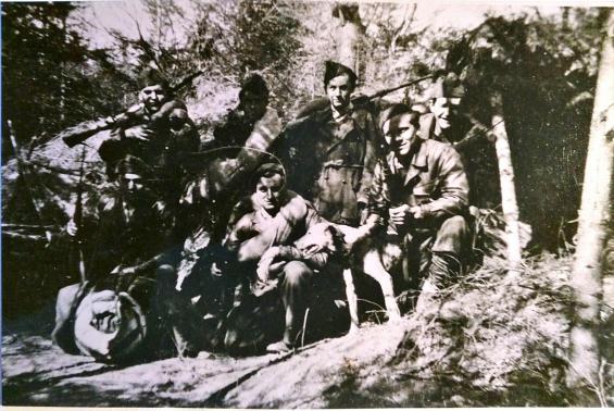 D'autres Résistants devant la sape du Camp Nestor Perret