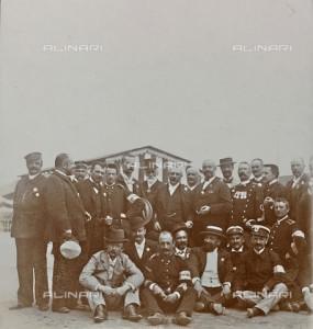 Ritratto di gruppo di poliziotti membri della Sezione Controllo al Martinetto di Torino, 03071898