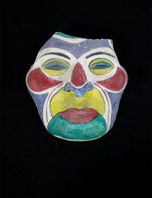 """""""Máscara"""" s.f. : cemento policromado 21 x 22 x 10 cm"""