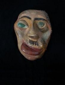 """""""Máscara de Hitler"""" ca. 1940 : yeso policromado 33 x 26 x 12 cm"""
