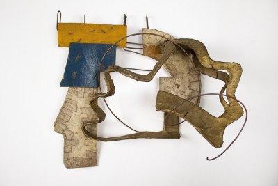 """""""Proyecto para mural en distintos metales"""" 1942 : distintos metales y concreto pintado con acrílico 27 x 30 x 11.5 cm"""