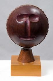 Máscara magenta | 1994 Talla sobre madera de caoba 40 x 30 x 30 cm