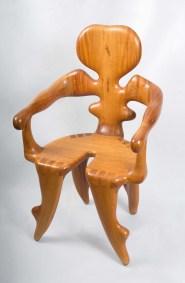 Reina | 1997 Talla sobre madera de sabino 98 x 62 x 48 cm
