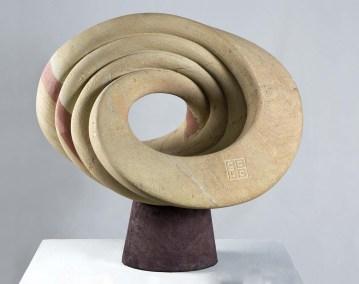 Topología | 2010 Talla sobre piedra arenisca 60 x 65 x 46 cm