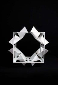 Cubo de las mariposas II | 2015 Acero al carbón y pintura tricapa blanco 30 x 42.5 x 42.5 cm