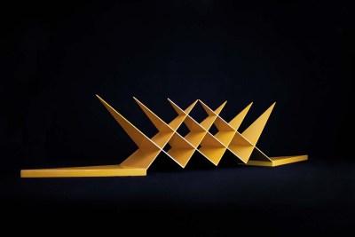 Monarca | 2014 Acero al carbón y laca acrílica amarillo 36 x 161 x 21 cm