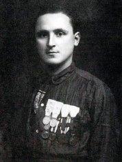 Vittorio Zanzi (con la camicia da garibaldino) Il 2 giugno 1986 viene inaugurato a Cotignola il Parco a lui dedicato