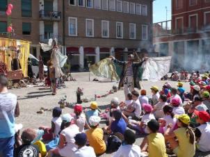 GRANDE CIRCO NAVE ARGO / Teatro del Drago - famiglia d'arte Monticelli / lunedì 5 piazza vittorio emanuele II