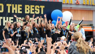 Photo of USWNT Celebrates with Fans in Los Angeles Parade