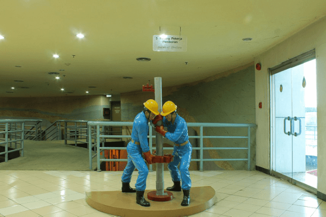 diorama proses pengeboran