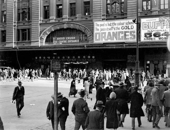 Flinders Street Station entrance opposite Degraves Street, 1920s