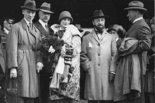 Pavlova arrives in Australia, 1926
