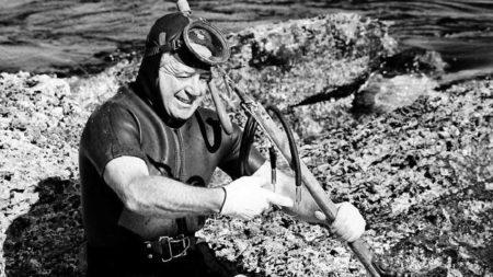 Harold Holt preparing to go diving