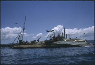 Salvage ship Holmpark and the TEV Wahine
