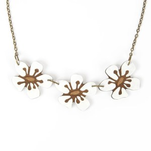Manuka Flower Necklace