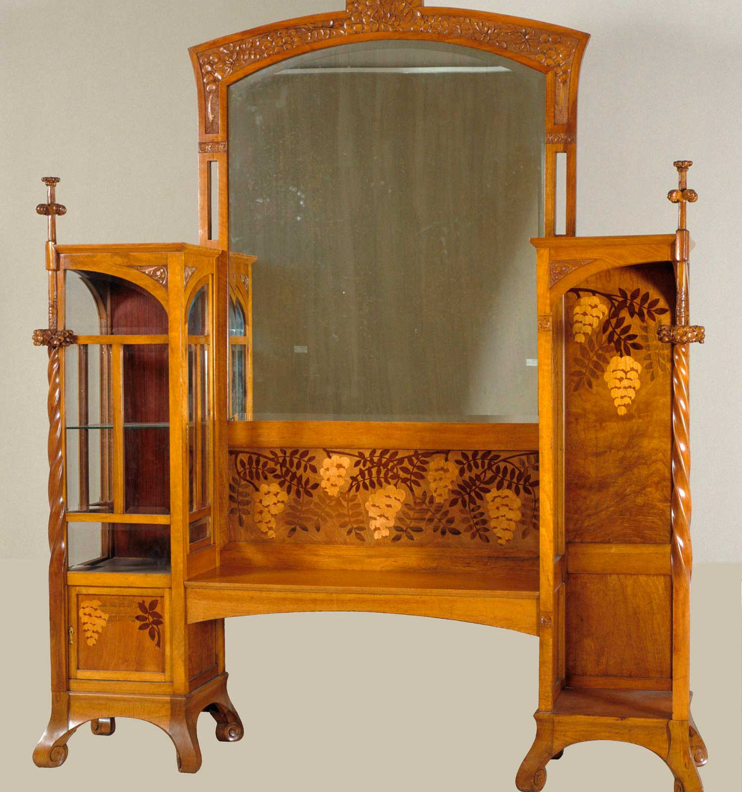 Two-section display cabinet with mirror (1907-1908). Gaspar Homar