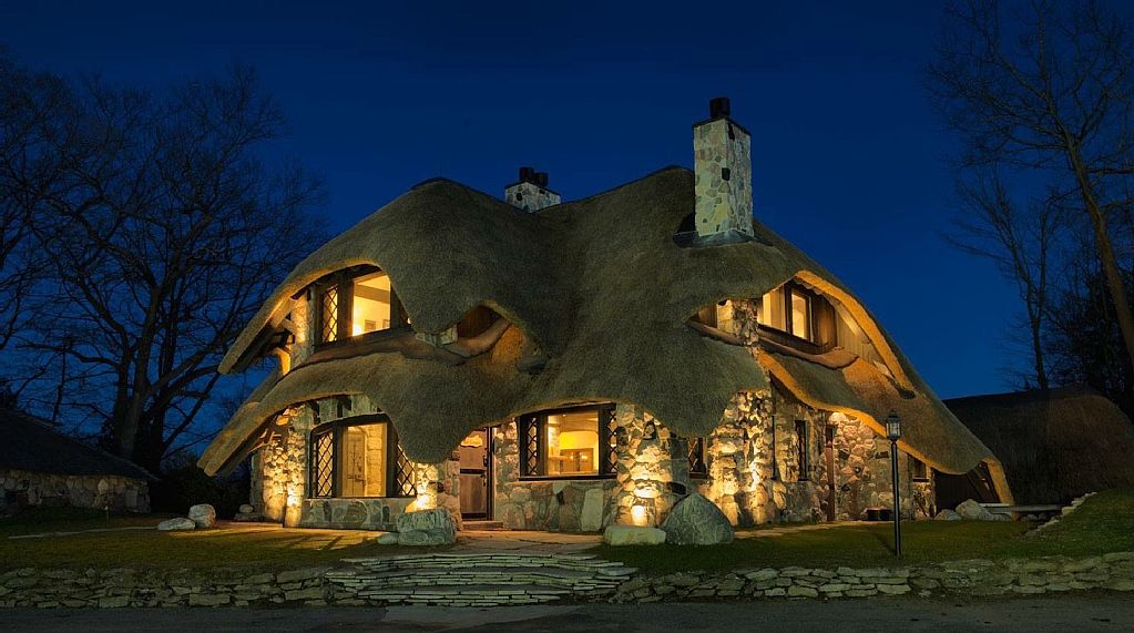 charlevoix-mushroom-house-sunset-villa-winter-or-summer-a-stunning-setting-vacation-rentals-2