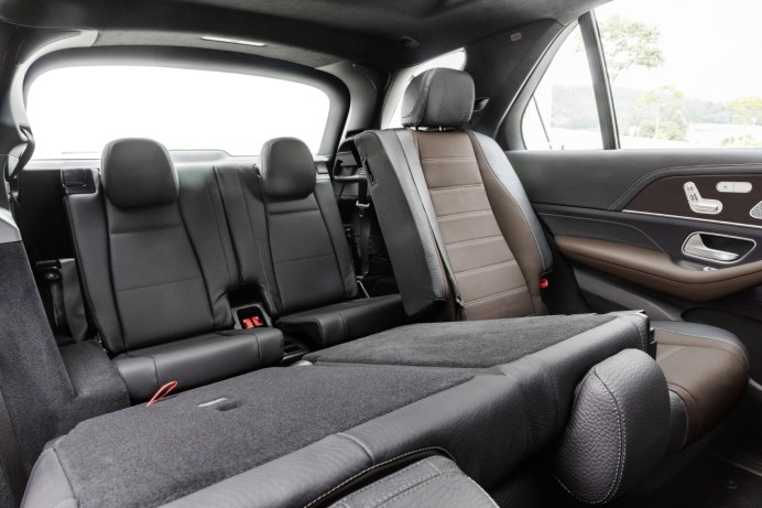 Mercedes-Benz GLE, Exterieur: mojavesilber, Interieur: Leder tartufobraun/ schwarz;Kraftstoffverbrauch kombiniert: 9,6 – 8,3 l/100 km; CO2-Emissionen kombiniert: 220 - 190 g/km (vorläufige Daten)* Mercedes-Benz GLE, exterior: mojave silver, interior: leather truffle brown/black;Fuel consumption combined: 9.6 – 8.3 l/100 km; Combined CO2 emissions: 220 - 190 g/km (provisional data)*
