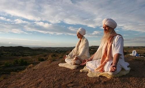 Nada yoga: meditare con la scala Mohana (video)