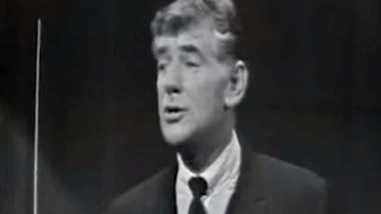 Leonard Bernstein spiega gli intervalli musicali