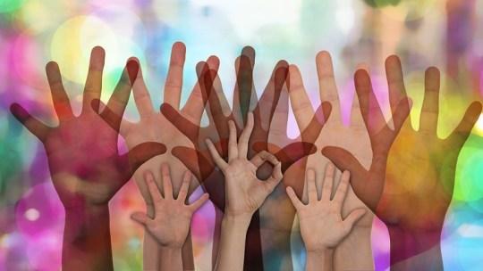 Aiutare gli altri ed essere felici