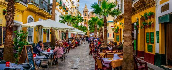 Cadiz-calle-de-la-Virgen-s-445723957-c-Pavel-Dudek-Shutterstock.com.jpg_369272544