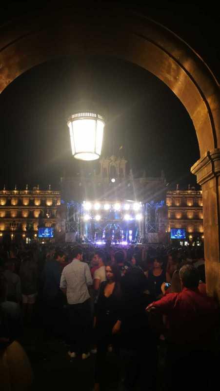 Vista desde el final de la Plaza Mayor, durante el concierto de Morat