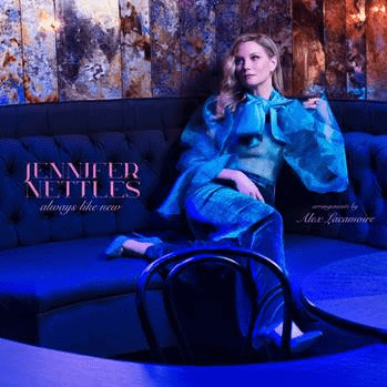 Jennifer Nettles dressed in blue