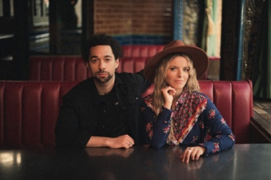 The Shires posing in a diner