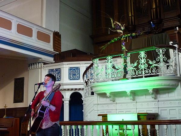 Elizabeth Cornish singing at the Handmade Festival. Photo Keith Jobey.