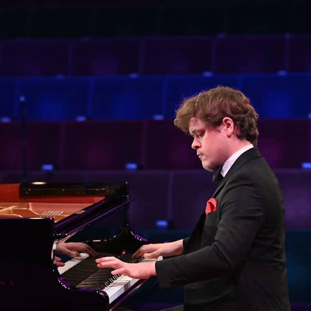 Benjamin Grosvenor @ Barbican Hall, London | Opera and Classical Reviews | musicOMH