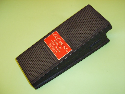 Model 1900 Phaser pedal, requires integral 9V battery driving a printed circuit-board