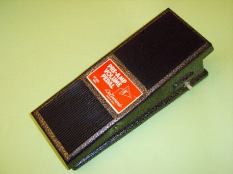 Model 1604 Pre-amp volume pedal, requires integral 9V battery driving a printed circuit-board