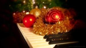 Christmas piano 1