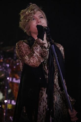 [写真]熱唱するAcid Black Cherry、yasu(2013年11月23日)