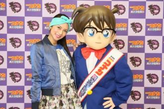 <写真>映画主題歌に起用された柴咲コウ(左)