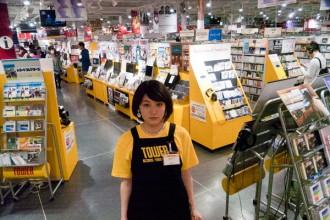 <写真>タワレコ渋谷店で1日店長を務める水曜日のカンパネラ