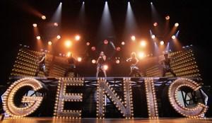 安室奈美恵、美麗ステージで魅せた音と光のパフォーマンス