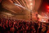ファン2300人と「ら・ら・ら」を熱唱