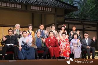 『江戸は燃えているか』の初日前会見に出席した松岡昌弘ら出演者と三谷幸喜氏